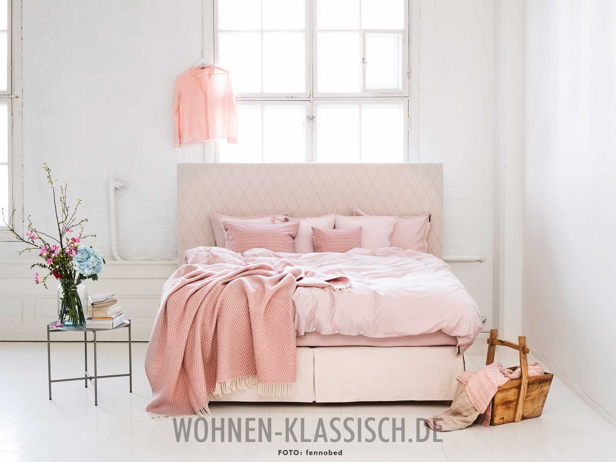 zierliche wirkung klassisch wohnen. Black Bedroom Furniture Sets. Home Design Ideas