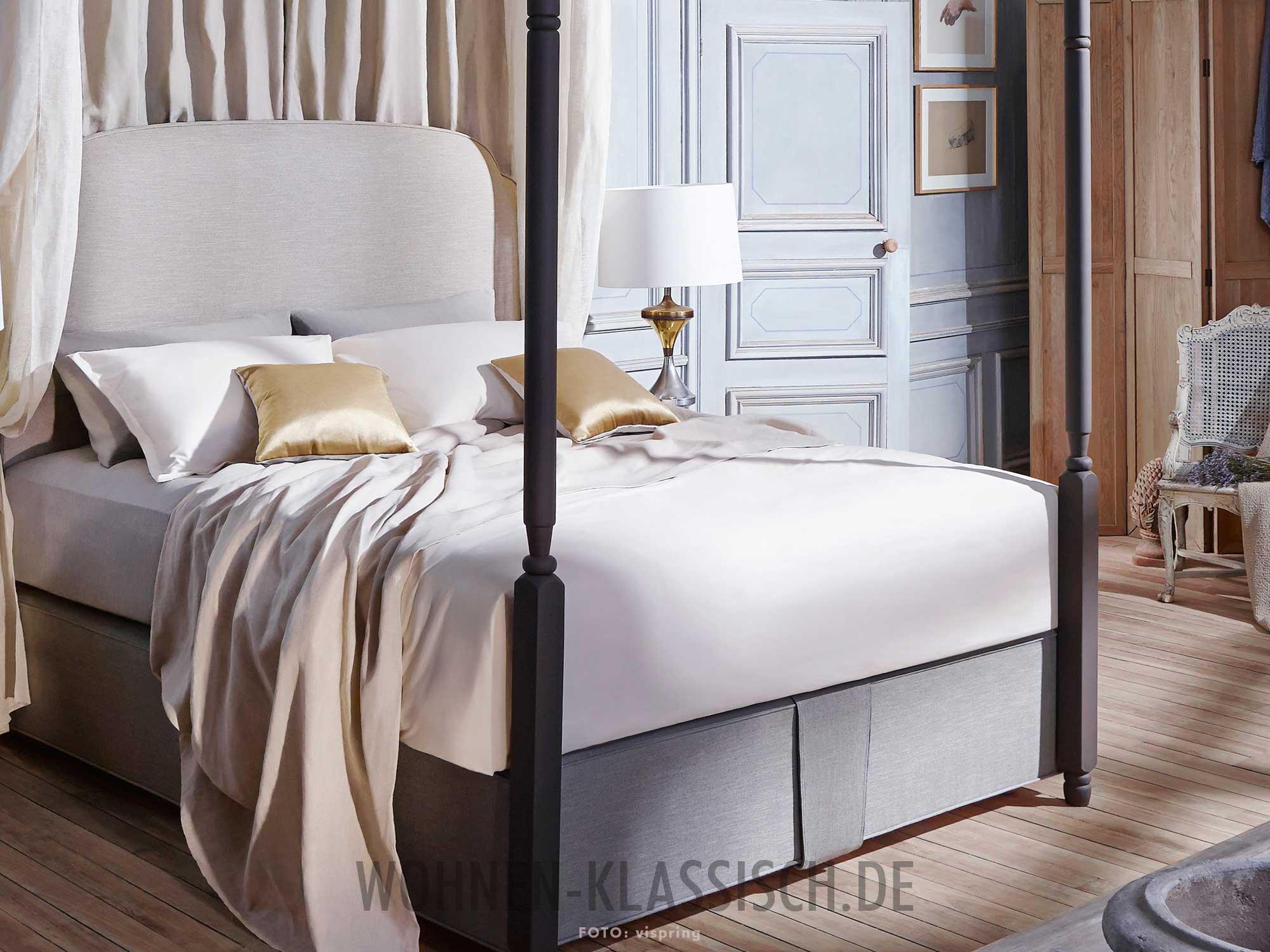 himmlische nachtruhe klassisch wohnen. Black Bedroom Furniture Sets. Home Design Ideas