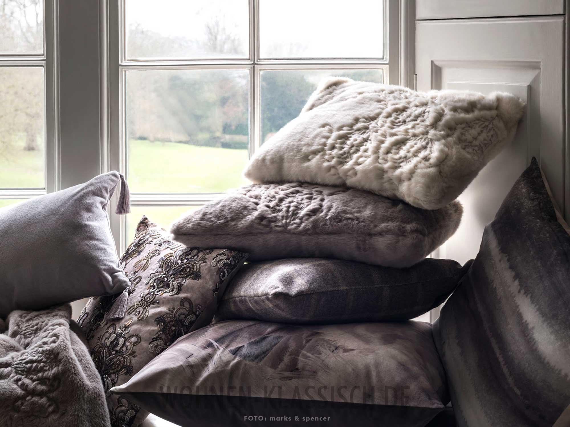 kissen zum einkuscheln klassisch wohnen. Black Bedroom Furniture Sets. Home Design Ideas