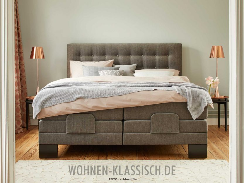 polsterbett mit klaren linien klassisch wohnen. Black Bedroom Furniture Sets. Home Design Ideas