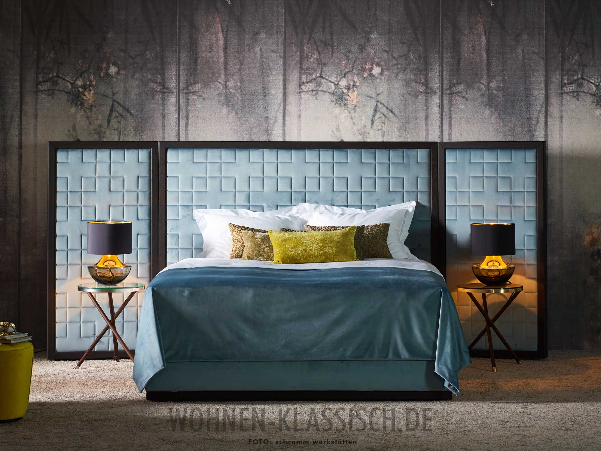 umarmendes luxusbett klassisch wohnen. Black Bedroom Furniture Sets. Home Design Ideas